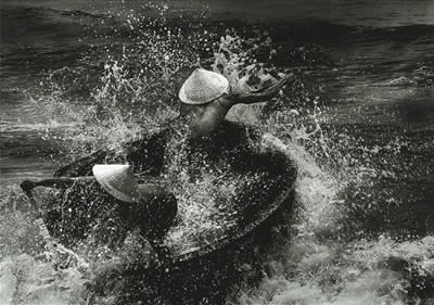 crossing waves - Tung Khanh Le