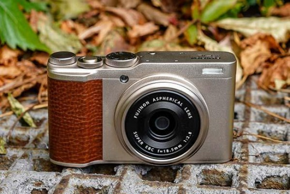 Fujifilm XF10 Hands-on Photos