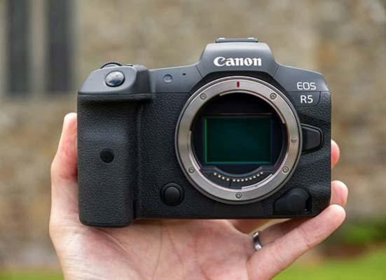Canon EOS R5 Firmware Version 1.1.0 Addresses Overheating Issues